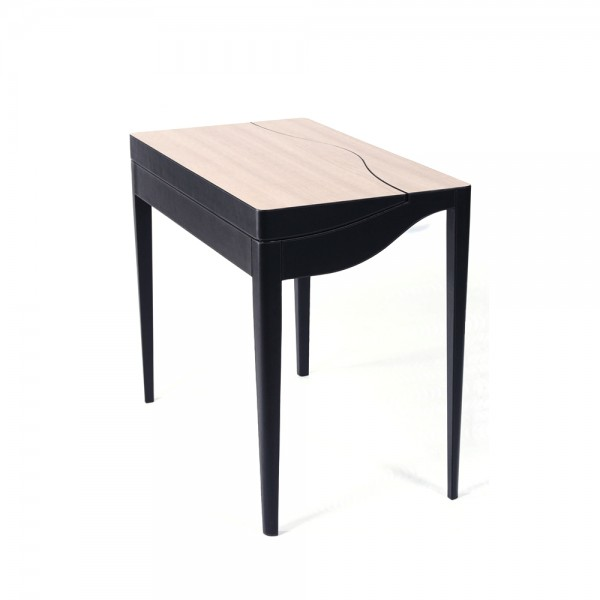 T0046 : Natee Cosmetic Table