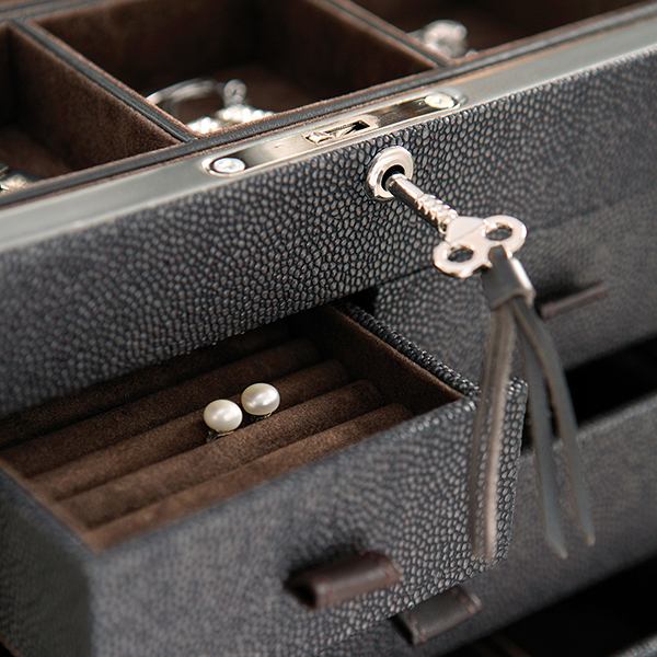 W0126 | Faux Stingray jewelry box with drawer